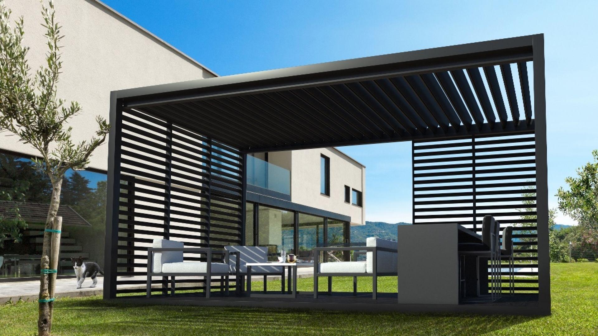 Pergole wolnostojące oferowane prze Cube Garden nie wymagają budowy fundamentu. Konstrukcję można postawić na tarasie, nad basenem lub w ogrodzie. Fot. Cube Garden