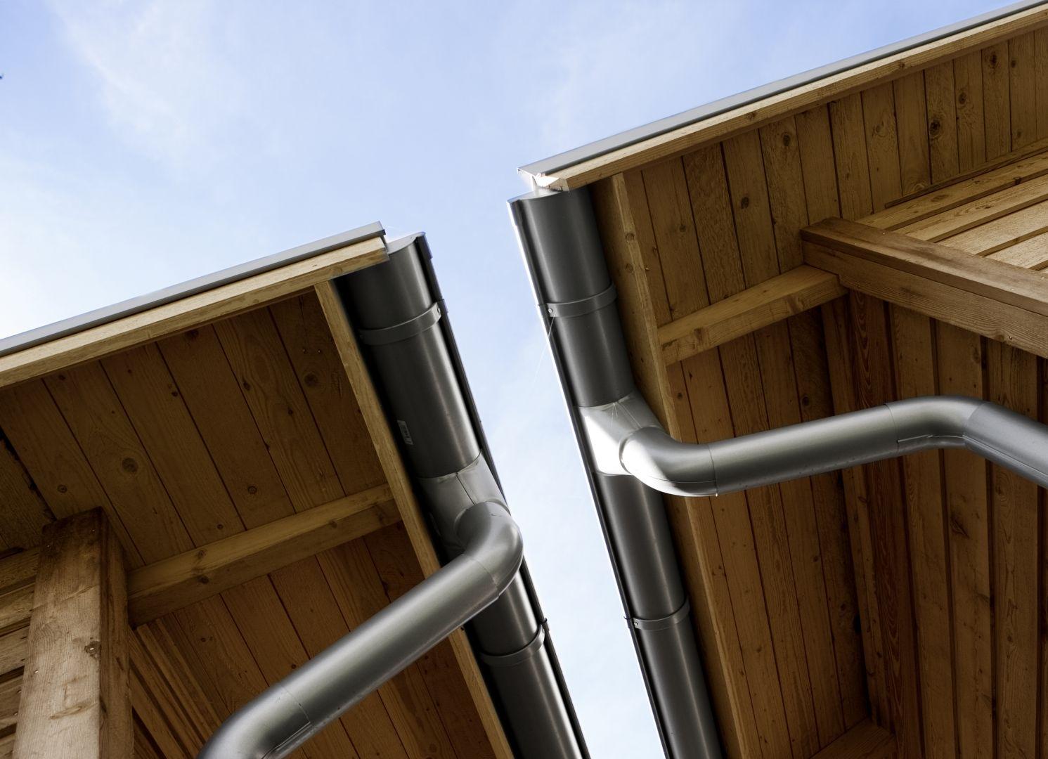 Systemy rynnowe Siba są wykonane z wysokiej jakości szwedzkiej stali cynkowanej na gorąco. Stal jest pokryta po obu stronach powłoką organiczną GreenCoat RWS, która cechuje się doskonałą odpornością na promieniowanie UV, zarysowania oraz zbieranie się brudu. Fot. Ruukki