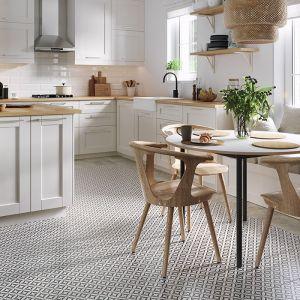Płytki z kolekcji Patchwork Vertigo to propozycja dla osób ceniących sobie przestrzenie z charakterem. Bogate, geometryczne ornamenty na podłodze sprawią, że każda przestrzeń nabierze charakteru. Dostępne w ofercie marki Opoczno. Cena: ok. 80 zł/m2 (29,8x29,8 cm). Fot. Opoczno