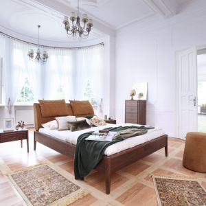 Łóżko Skey Pure.  Unikatowa forma z poduszkami ze skóry lub wełny powstała z myślą o wygodzie i jakości życia użytkowników. Odpinane poduszki umożliwiają komfortowy wypoczynek i są łatwe w konserwacji. 7200 zł, Swarzędz Home