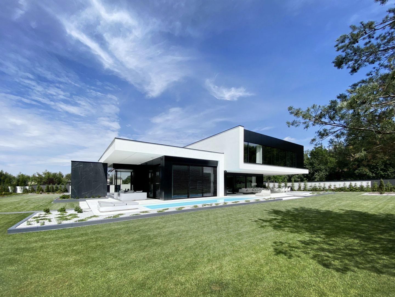 RE Black Mirror House. Projekt: REFORM Architekt