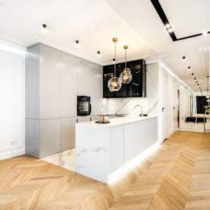 Mieszkanie przy ulicy Kłopot w Warszawie zostało zaprojektowane w standardzie premium dla miłośników nowoczesnych wnętrz i designu. Projekt: Anna Milczarek, Moovin Group