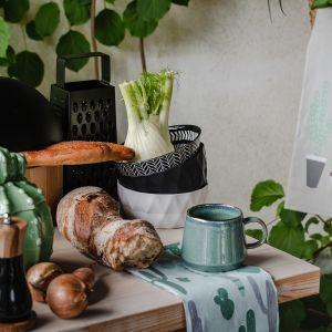 Przestrzeń kuchenną i jadalnianą zaplanuj w stonowanych barwach, które zapewnią poczucie dodatkowej, zewnętrznej, harmonii. Fot. Home&You
