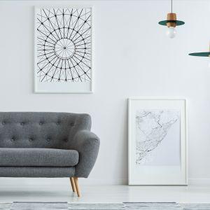 Kolekcja lamp Disco składa się z modeli o czterech wielkościach i kształtach. Na zdjęciu: dwie lampy Disco Pine Green o średnicy 20 i 40 cm, cena 739 zł za mniejszy model i 1.235 zł za większą lampę. Fot. Dreizehngrad / Pufa Design