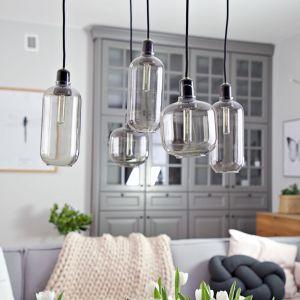 dużym atutem wnętrza jest stylowe oświetlenie w skandynawskim stylu. Projekt wnętrza: SHOKO design