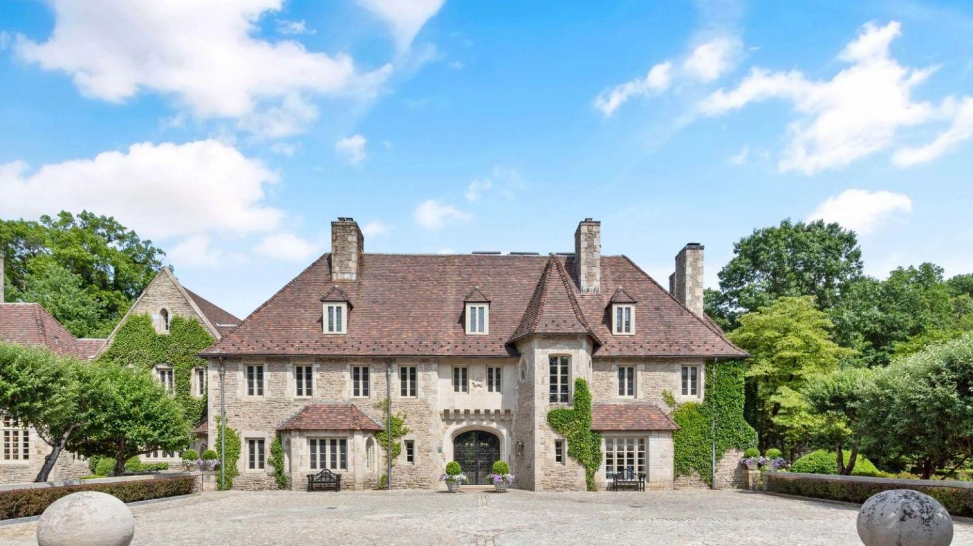 Posiadłość w zamkowym stylu znajduje się w stanie Connecticut. Źródło: www.conciergeauctions.com. Zdjęcia: Compass and Concierge Auctions