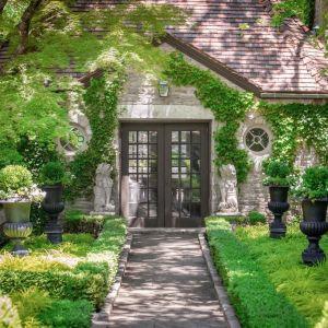 Piękna posiadłość należała do projektanta mody Vince'a Camuto. Źródło: www.conciergeauctions.com. Zdjęcia: Compass and Concierge Auctions