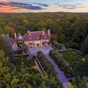 Zamek należał do słynnego projektanta butów Vince'a Camuto. Źródło: www.conciergeauctions.com. Zdjęcia: Compass and Concierge Auctions