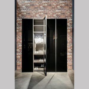 Drzwi RPE produkowane są standardowo w rozmiarze 62 x 275 cm. Dodatkowo dostępne są również warianty w rozmiarze od 30 x 200 cm do maksymalnie 62 x 300 cm. Fot. Raumplus