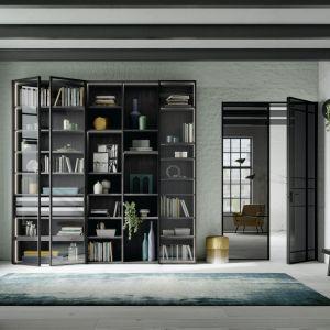 Zawias ukryte w wieńcu szafy sprawiają, że są one niemal niewidoczne, w odróżnieniu od powszechnie używanych zawiasów przykręcanych za pomocą trzech śrub do ścianek szafy. Fot. Raumplus
