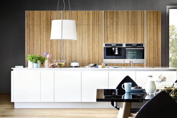 Uchwyty to element dekoracyjny, który często uzupełnia projekt wnętrza, nadając mu charakter niczym wisienka na torcie. Designerskie uchwyty stanowią dziś pełnoprawny element aranżacji.