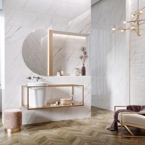 Płytki ceramiczne z kolekcji Carrara Chic marki Opoczno. W eleganckim salonie kąpielowym nie mogło zabraknąć płytek z motywem marmuru carrara. Fot. Opoczno