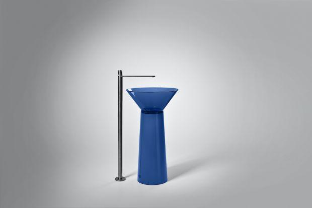 Dzisiejsze luksusowe łazienki są salonami kąpielowymi w pełnym tego słowa znaczeniu. Pożegnaliśmy sterylne pomieszczenia, w których jedynie dba się o higienę. Ich miejsce zajęły aranżacje pełne koloru, starannie zaprojektowanych mebli, specj