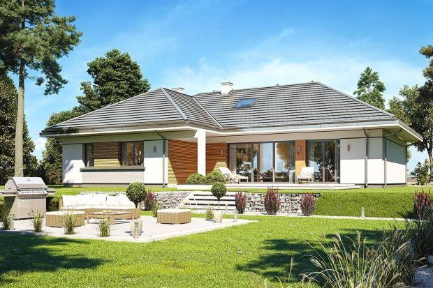 To świetna propozycja dla osób planujących budowę nowoczesnego, nie za dużego, ale komfortowego domu jednorodzinnego. Parterowego, w którym żyje się wygodnie na jednej kondygnacji. Budynek ma prostą konstrukcję i jest energooszczędny.