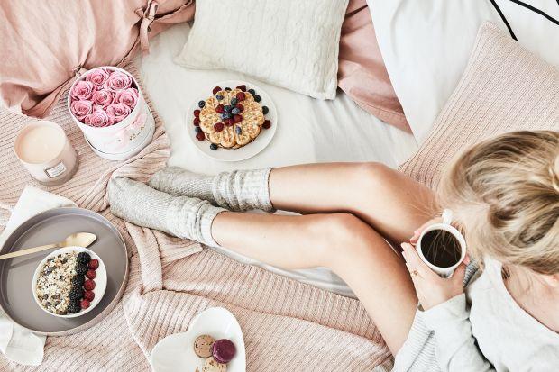 Dzisiaj zapraszamy was do spędzenia wolnego dnia... we własnym łóżku. W końcu dobrego odpoczynku nigdy za wiele, prawda? Zobaczcie, jak urządzić sypialnię, z której nie będzie się chciało wychodzić.