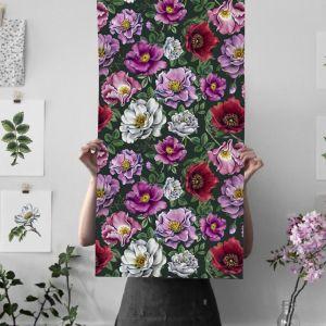 Inspirację stanowiły pierwsze oznaki wiosny i lata, których zawsze wyczekujemy z utęsknieniem: pierwsza przylaszczka, pierwsze bazie, pierwsze kwiaty dzikiej róży albo dojrzałe jeżyny.