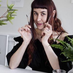 Już jako małe dziecko Saga-Mariah rysowała wszystko, co znajdowała w swoim otoczeniu - rośliny, grzyby, zwierzęta i owady.