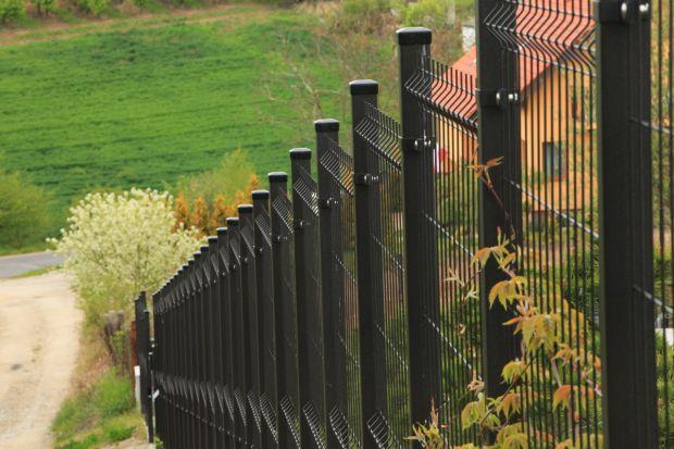 Jakie ogrodzenie wybrać wybrać, jeśli nasz dom stoi na skarpie lub terenie o znacznym pofałdowaniu? Sprawdźcie co radzi ekspert i jakie rozwiązania poleca.<br /><br />
