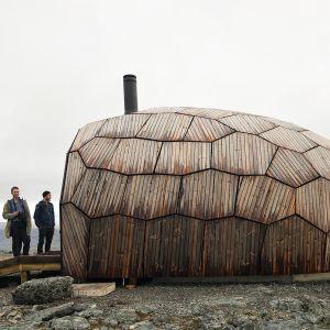 Dom dla turystów w norweskim Hammerfest. Projekt: SPINN Arkitekter. Zdjęcia: Tor Even Mathisen