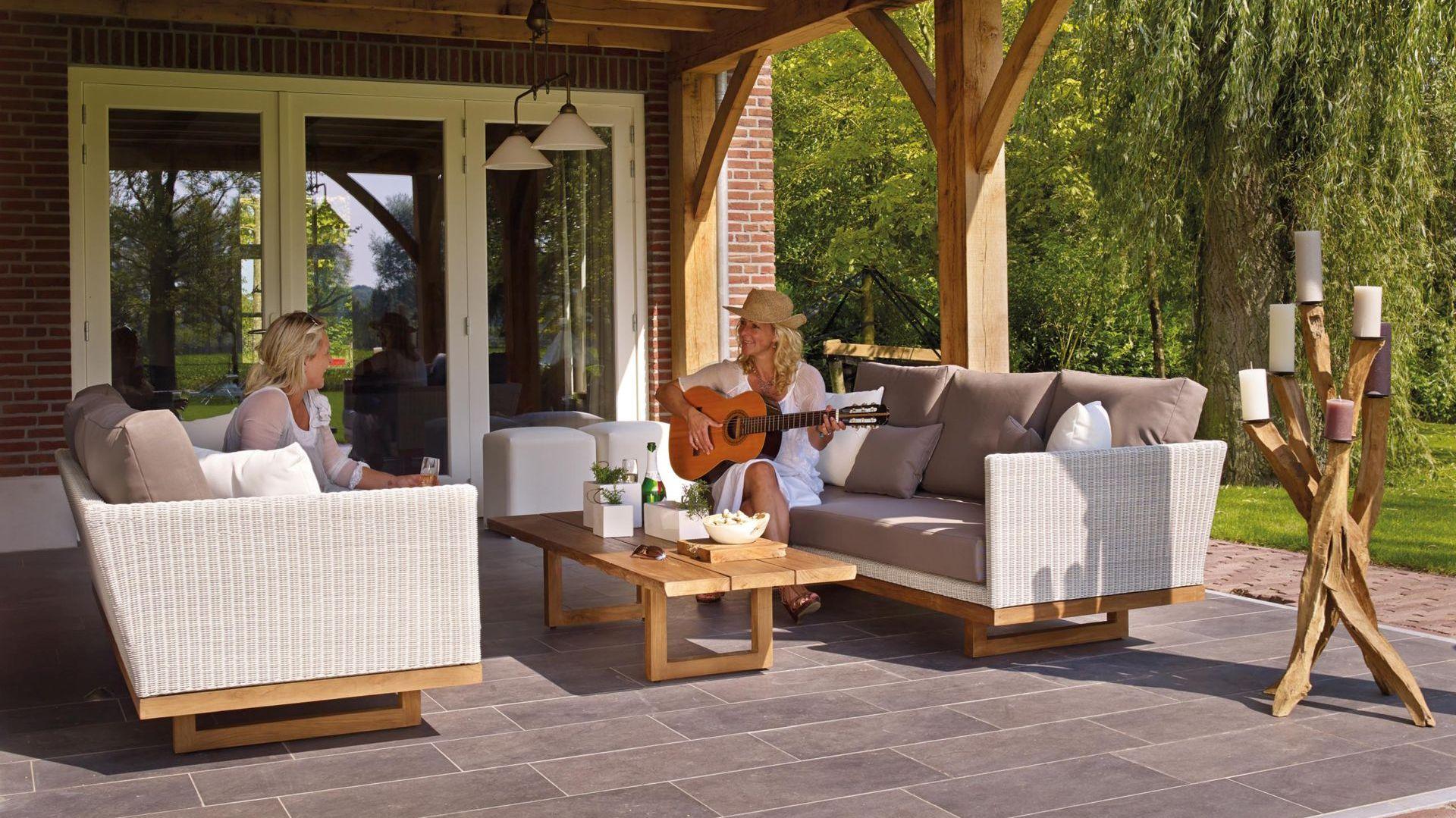 Płytki ceramiczne czy gresowe to materiał idealny do wykończenia tarasu oraz balkonu. Fot. Pexels