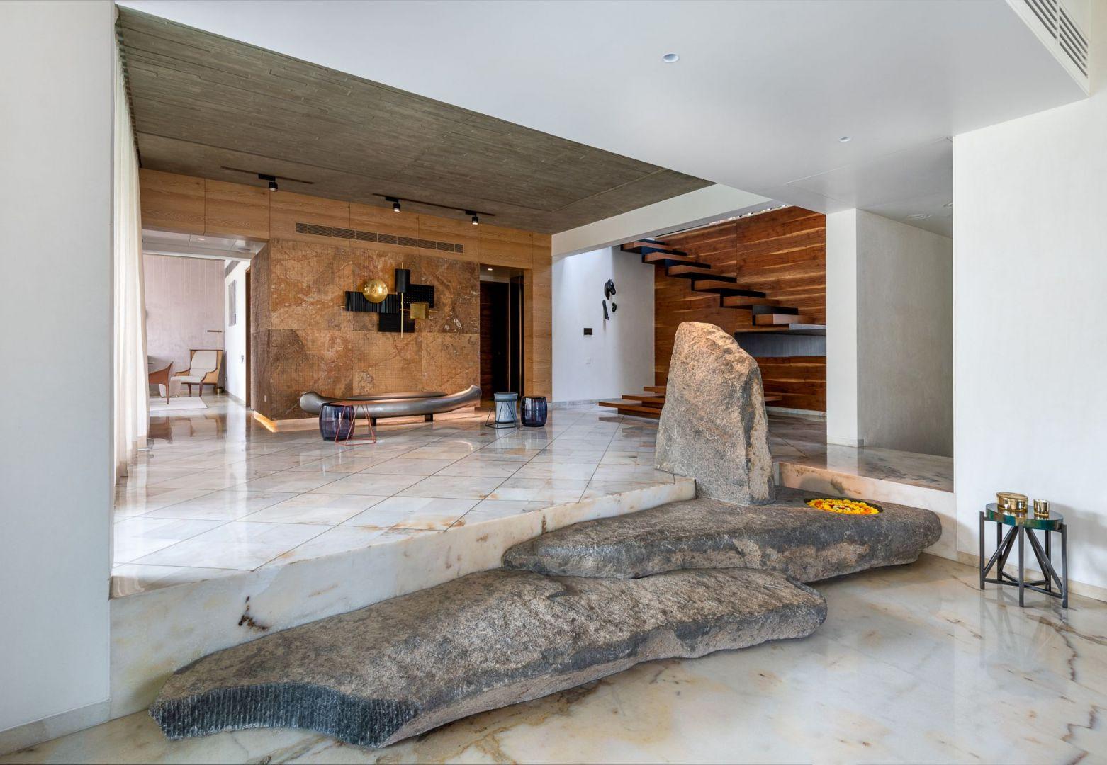 Kamienie jako element dekoracji wnętrza. Projekt: NA Architects. Zdjęcia: Boca do Lobo