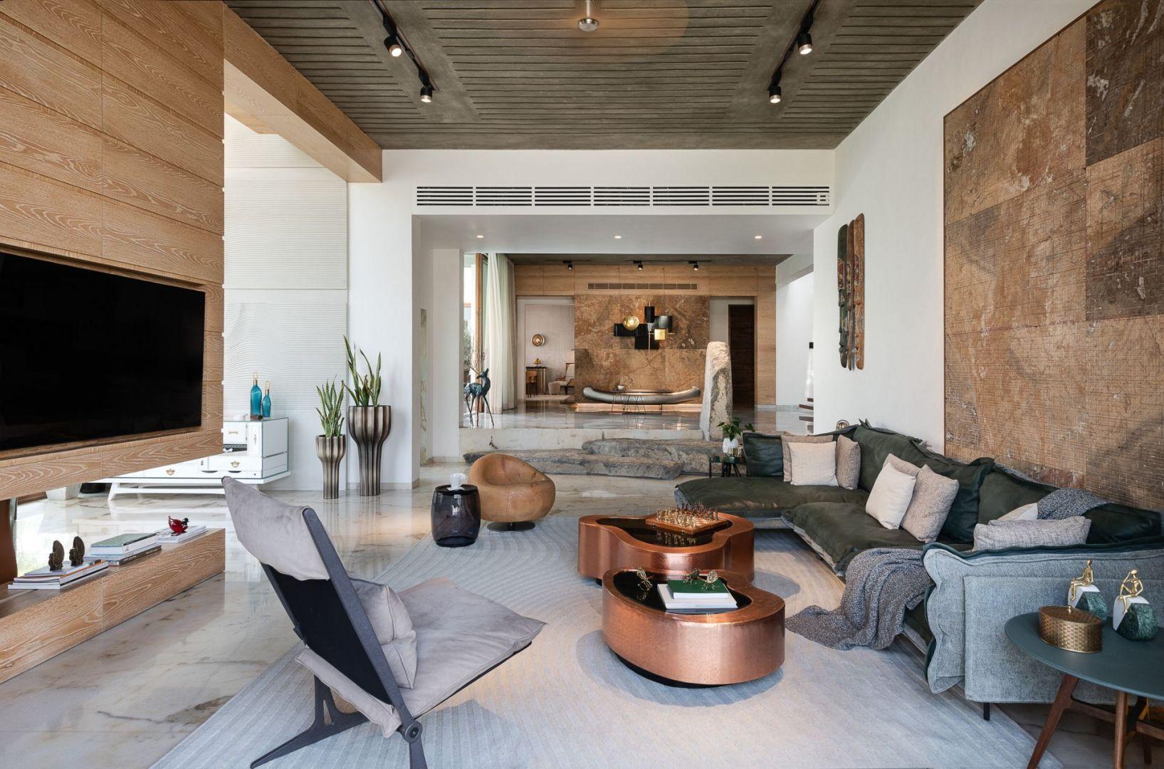 Przestrzeń dzienna zaprojektowana z użyciem naturalnych materiałów i kolorów ziemi. Projekt: NA Architects. Zdjęcia: Boca do Lobo