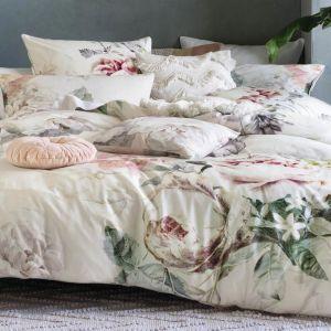 Pościel w modne kwiatowe wzory. Ok. 415 zł, The French Bedroom Co