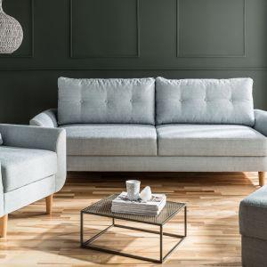 """Dobrym pomysłem są też sofy i fotele """"kameleony"""", które można ustawiać pod różnymi kątami. Na zdjęciu kolekcja Cotta od VOX. Fot. VOX"""