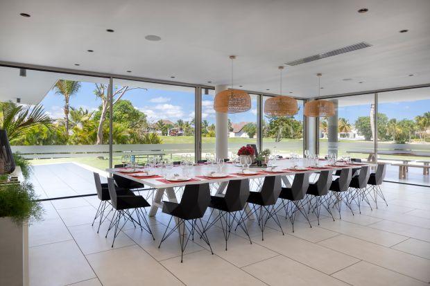 Ten nowoczesny i luksusowy dom znajduje się na Karaibach. Prostota i elegancja tego projektu podkreśla piękne, egzotycznekrajobrazy, a duża, otwarta przestrzeń pozwala się nimi cieszyć bez skrępowania.<br /><br />