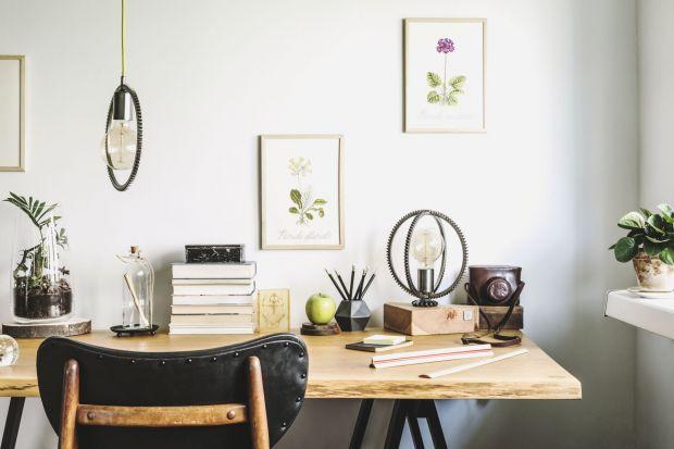 Naturalne drewno to ponadczasowy pewniak, który sprawdzi się w domowym wystroju niezależnie od panującej mody. Bogate w drewniane akcenty aranżacje nieustannie ujmują niezależnie od stylu, w którym zostało urządzone wnętrze.