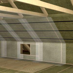 Dopełnieniem prac w obrębie ocieplenia dachu jest dokładne wykonanie paraizolacji. Fot. Paroc