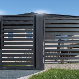 Ważne, aby ogrodzenie było stylistycznie dopasowane do architektury budynku i charakteru jego otoczenia. Fot. Plast Met Systemy Ogrodzeniowe