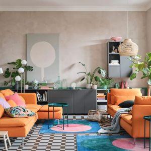 Poszczególne segmenty sofy SÖDERHAMN można ze sobą łączyć (albo ustawiać niezależnie), tworząc dokładnie taki zestaw, jaki chcesz i jakiego potrzebujesz. Dostępna w ofercie IKEA. Cena: 2.499 zł. Fot. IKEA