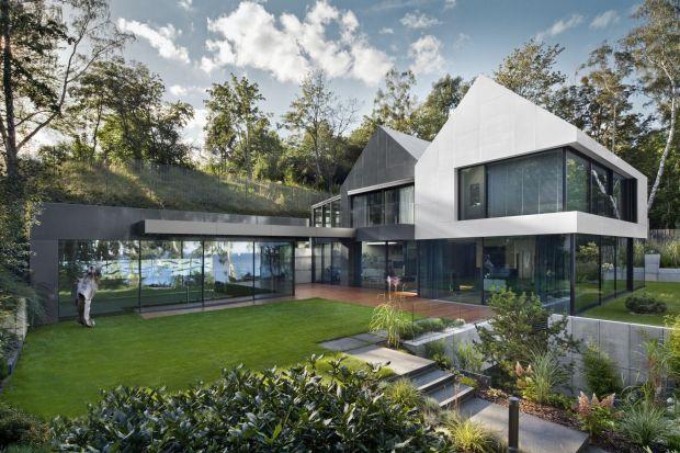 Dom nad Bulwarem to minimalistyczny dom, którego autorami są architekci z gdyńskiego biura projektowego Arch-Deco.