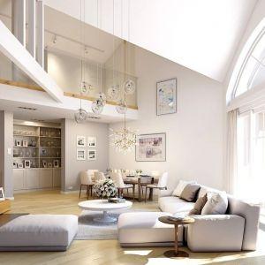 Na górnej kondygnacji zaprojektowano antresolę nad salonem oraz dodatkową przestrzeń, w której bez problemu można urządzić dodatkowe trzy pokoje, albo wydzielić przestrzeń magazynową czy przeznaczyć całe poddasze na rekreację - dowolnie. Projekt: arch. Michał Gąsiorowski. Fot. MG Projekt