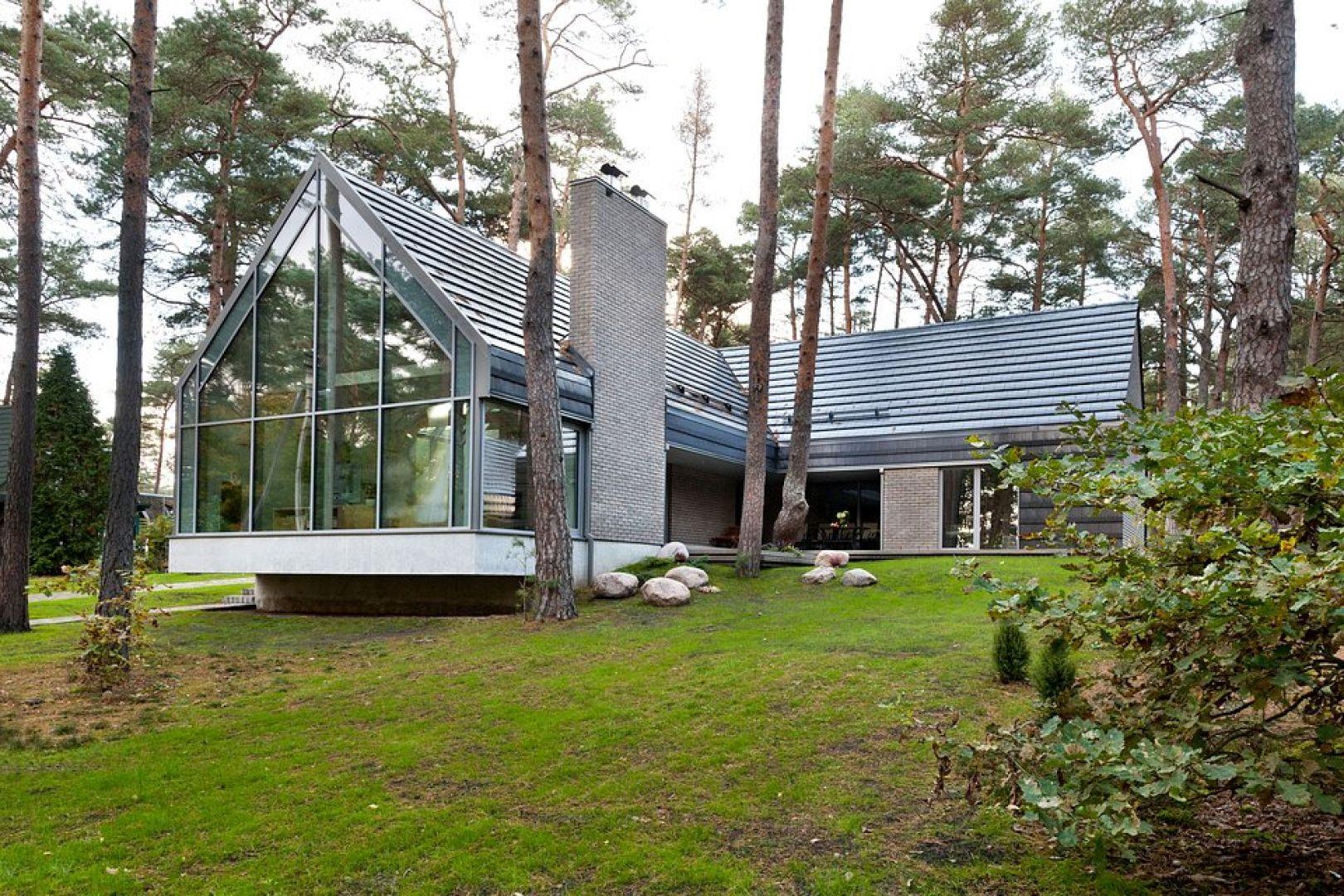Dachówki ceramiczne to jedne z najbardziej sprawdzonych i trwałych materiałów do pokrycia dachu, który charakteryzuje się szczególną odpornością na działanie czynników pogodowych. Fot. Wienerberger