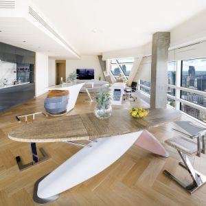 Złota 44 we współpracy z GO.CE Design prezentuje kolejny, zaskakujący projekt, który łączy luksus z najwyżej jakości meblarstwem. Fot. Złota 44