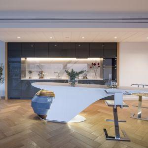 W luksusowym apartamentowcu Złota 44 można już zobaczyć prototypowe meble z materiału w nowym, ekologicznym trendzie. Fot. Złota 44