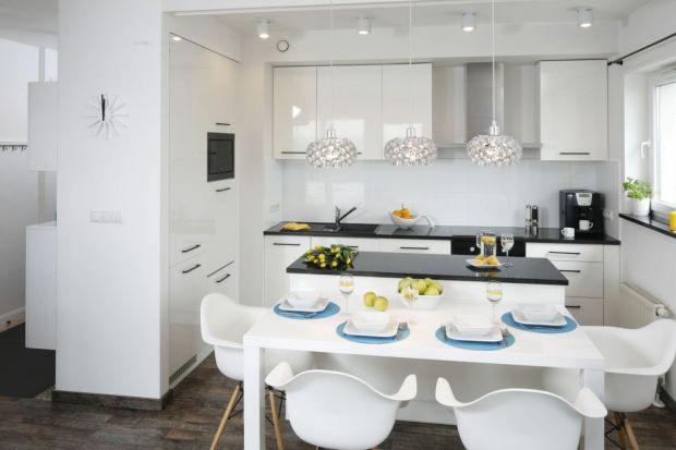 Jak ładnie i wygodnie połączyć kuchnię z jadalnią? Zobaczcie pomysły polskich architektów i projektantów wnętrz. Są świetne.