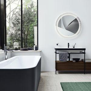 Happy D.2 Plus oferuje spójną koncepcję kolorystyczną z toaletami i bidetami w kolorze antracytowym, a także wanny z bezszwowymi obudowami w grafitowym supermacie. Fot. Happy D.2 Plus Duravit