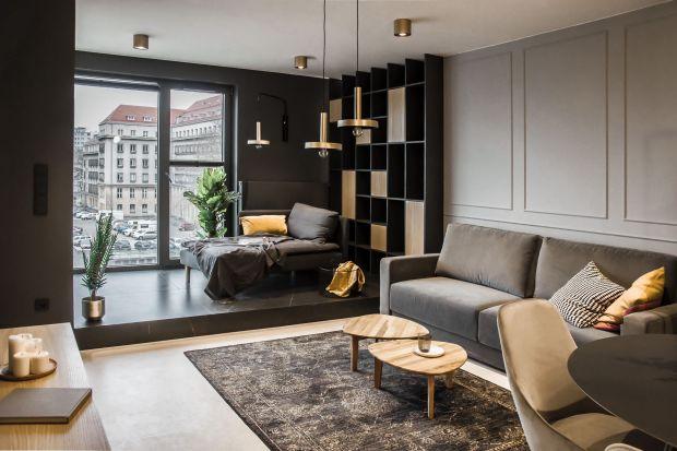 Siła kontrastów w symbiozie z wygodą, ciepłem i funkcjonalnością – dokładnie tak można opisać apartament zlokalizowany w centrum Wrocławia. Co sprawia, że zaprojektowane przez studio Mauve wnętrze, jest zarazem eleganckie i przytulne?