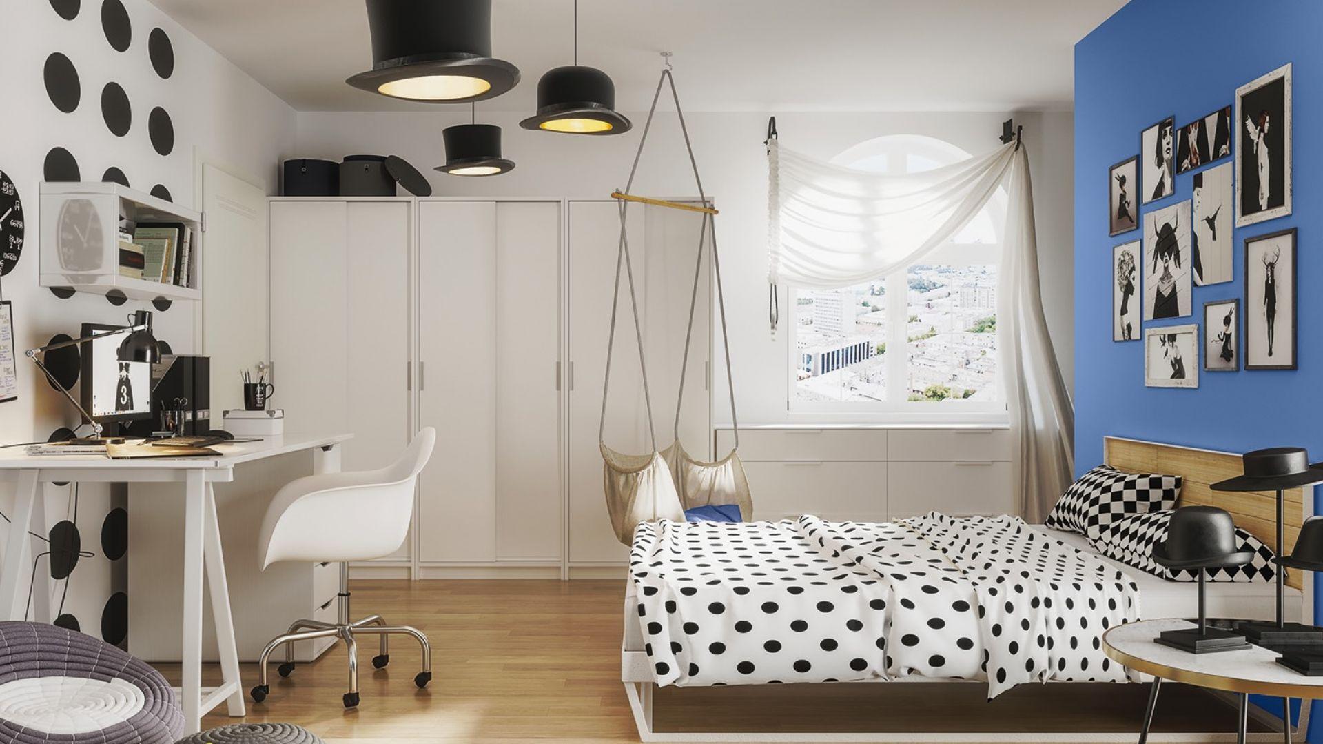 Pomysł na czarno-biały oryginalny pokój dla nastolatka. Ciekawe lampy, urocze kropki na ścianie i dżinsowy odcień niebieskiego. Fot. Śnieżka