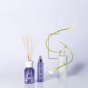 VIOLET & MUSK - relaksująca chwila tylko dla Ciebie…zmysłowy, świeży zapach w którym aromat heliotropu łączy się z nutami fiołka i irysa. Fot. Yankee Candle