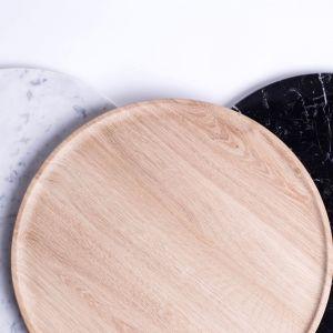 Stolik Arc. Jeden stolik – dwa blaty. Rozwiązanie, które pozwala lepiej wykorzystać małą przestrzeń i łatwiej ją zorganizować. 1632 zł.
