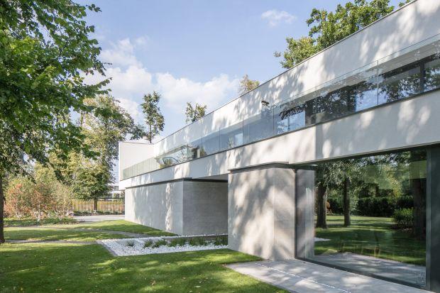 Projekt RE: LONG HOUSE autorstwa architekta Marcina Tomaszewskiego z pracowni REFORM Architekt został nagrodzony w międzynarodowym konkursie Iconic Awards: Innovative Architecture - Selection.. Jury konkursu wytypowało najlepsze projekty architektonicz