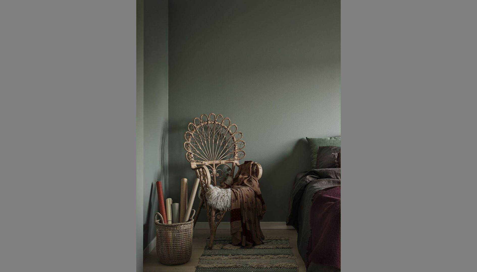 Dla miłośników nieco bardziej stonowanych aranżacji ciekawym pomysłem będzie pomalowanie ścian na niebanalny odcień zieleni Ficus N378 z palety Tikkurila Feel the Color. Cena: ok. 115 zł (2,7 l). Fot. Tikkurila