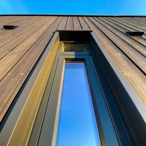 Drewniany dom w Norwegii. Projekt: Bjørnådal Arkitektstudio. Fot. Hans-Petter Bjørnådal