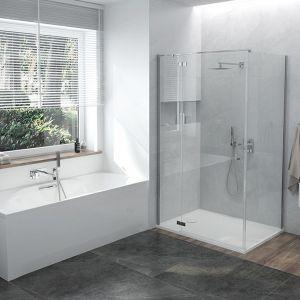 Ta łazienka łączy potrzeby zwolenników szybkich prysznicowych przyjemności oraz tych którzy wolą dłuższe kąpielowe sesje w wannie. Na zdjęciu: kabina narożna prostokątna serii Free Line II- KNDJ2/FreeII, cena: od 2.578,08 oraz wanna WPdo/LOFT, cena: od 1.777,35 zł. Fot. Sanplast