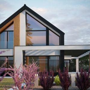Dom jest nowoczesny i przestronny. Nazwa projektu: Senimona 3. Projekt wykonano w Pracowni Domy w zieleni