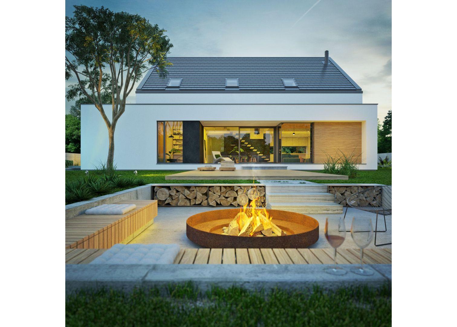 Dom jest nowoczesny. Ma poddasze użytkowe i duży, wygodny, zadaszony taras. Nazwa projektu: Modny III. Projekt wykonano w Pracowni Doomo